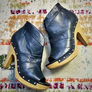 Shoes - HIVE & HONEY Booties